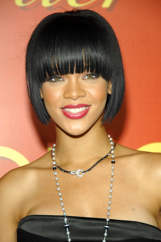 Rihanna con peinado cleopatra