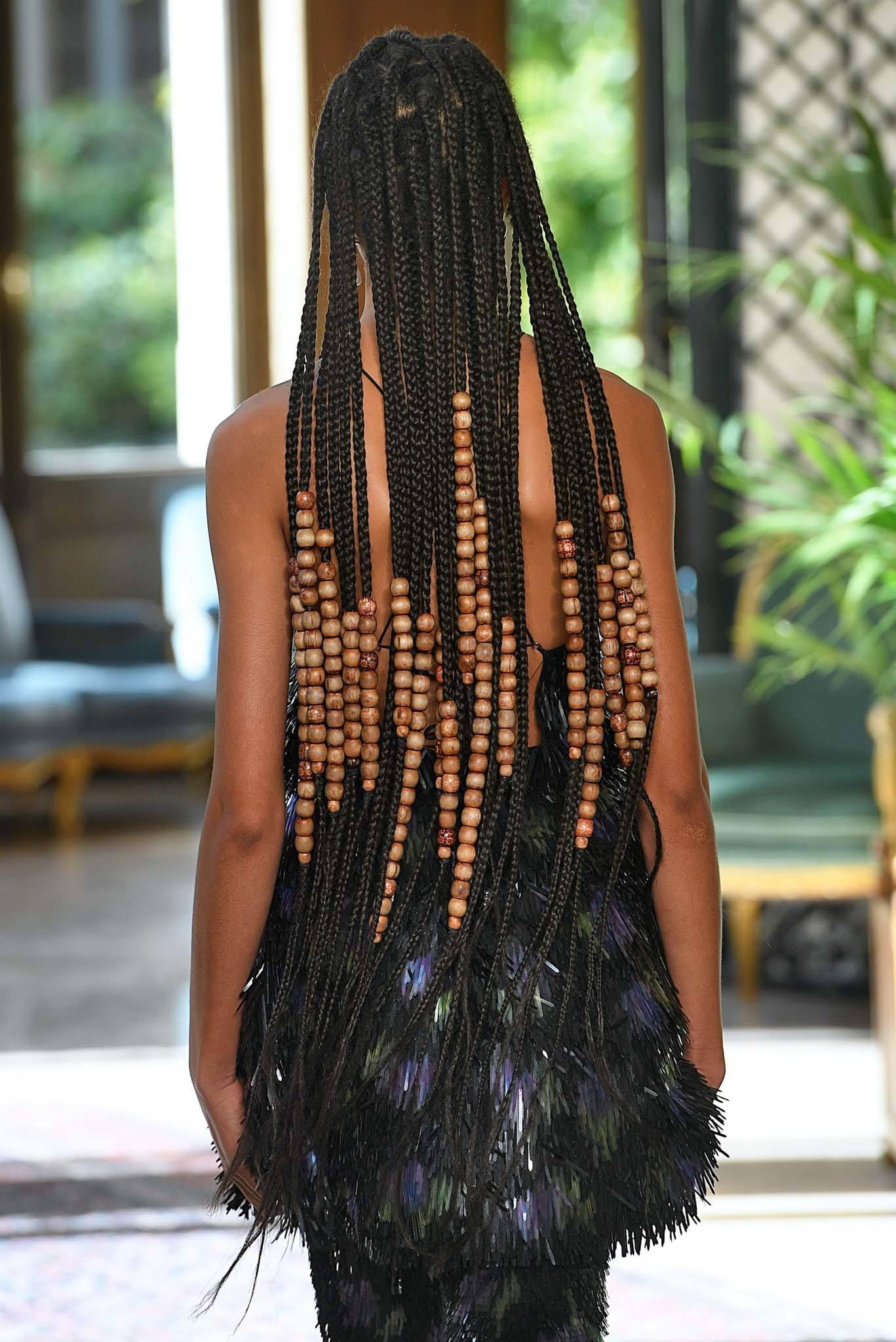 trenzas con cuentas en las puntas pelo con trenzas africanas largo mujer