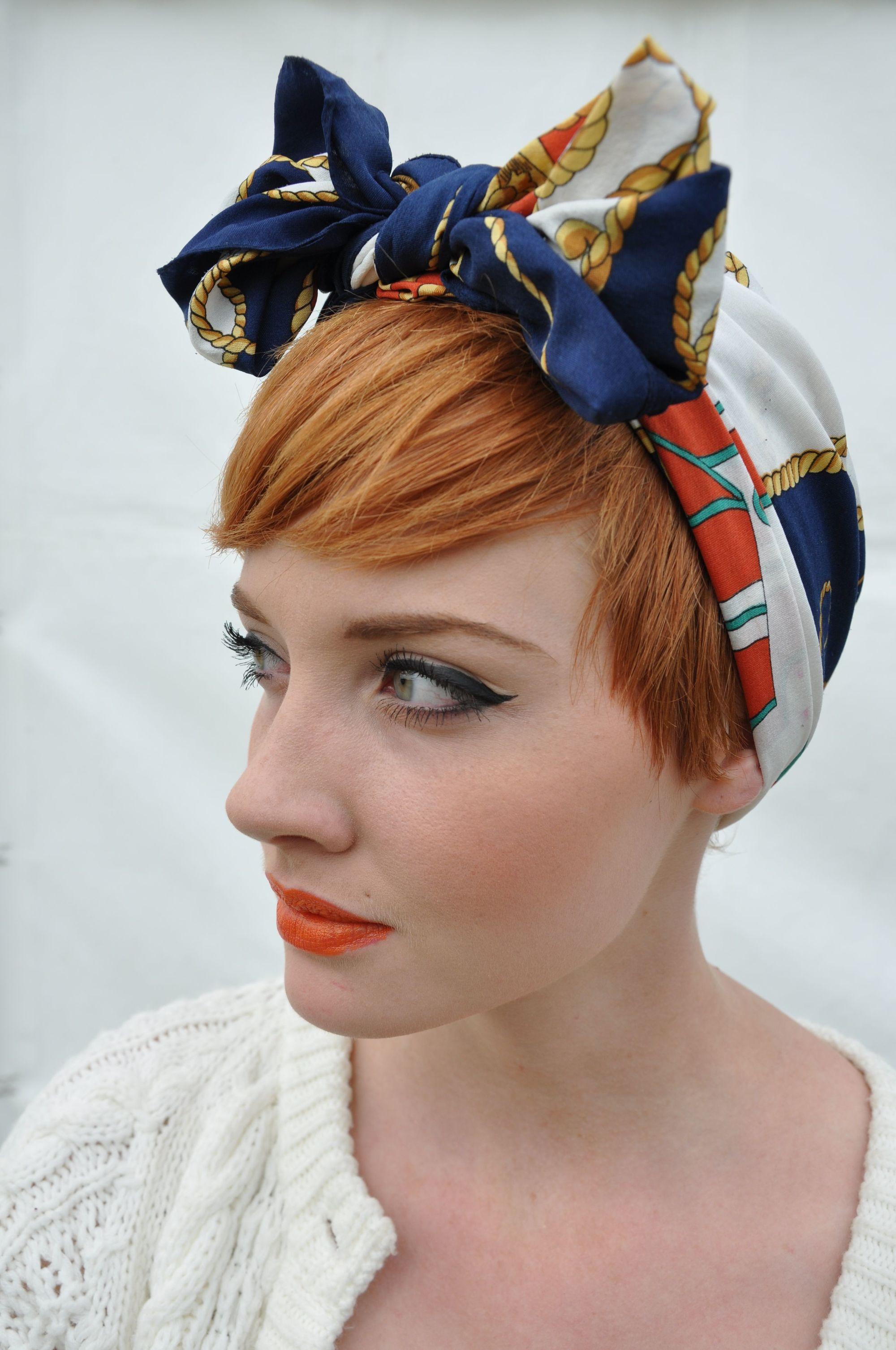 chica con pañuelo vintage