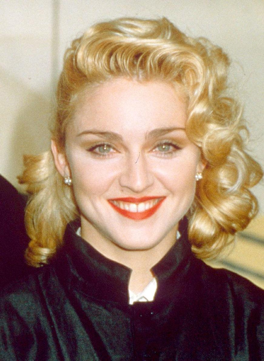 Madonna con peinado de los años 40.