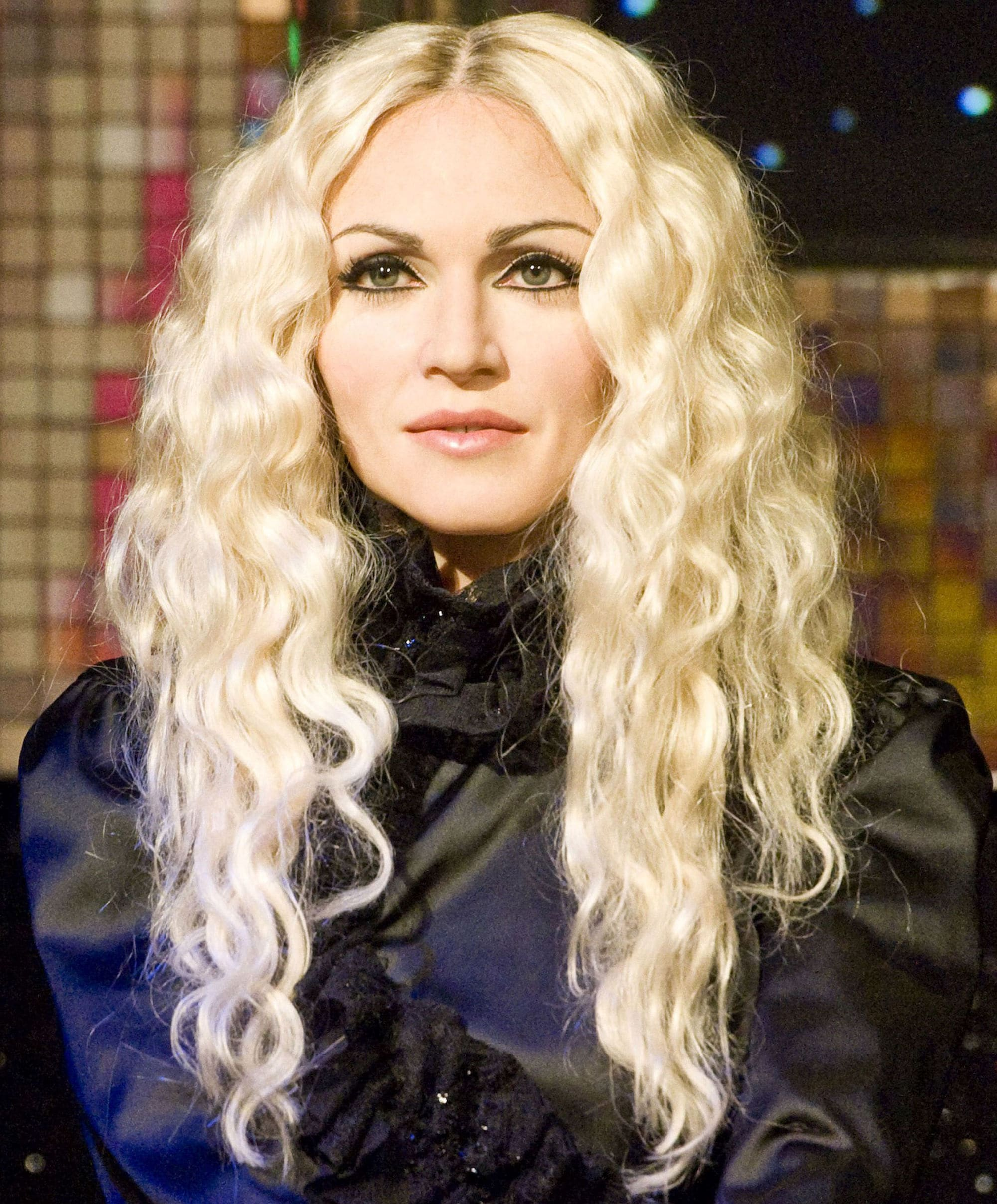 Madonna con rubio platinado con ondas