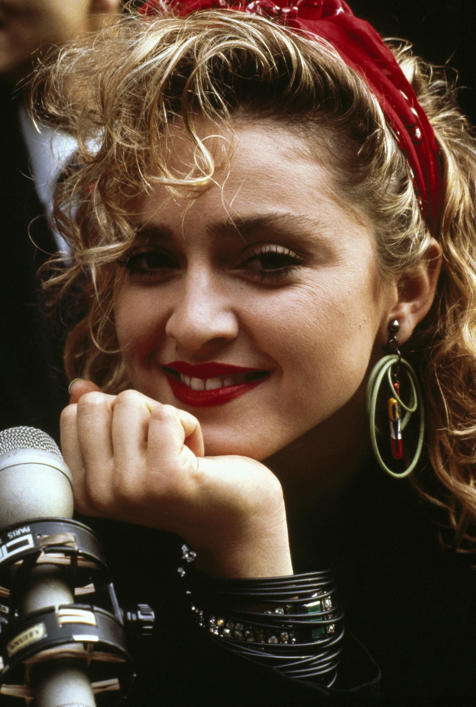 Madonna con semirrecogido