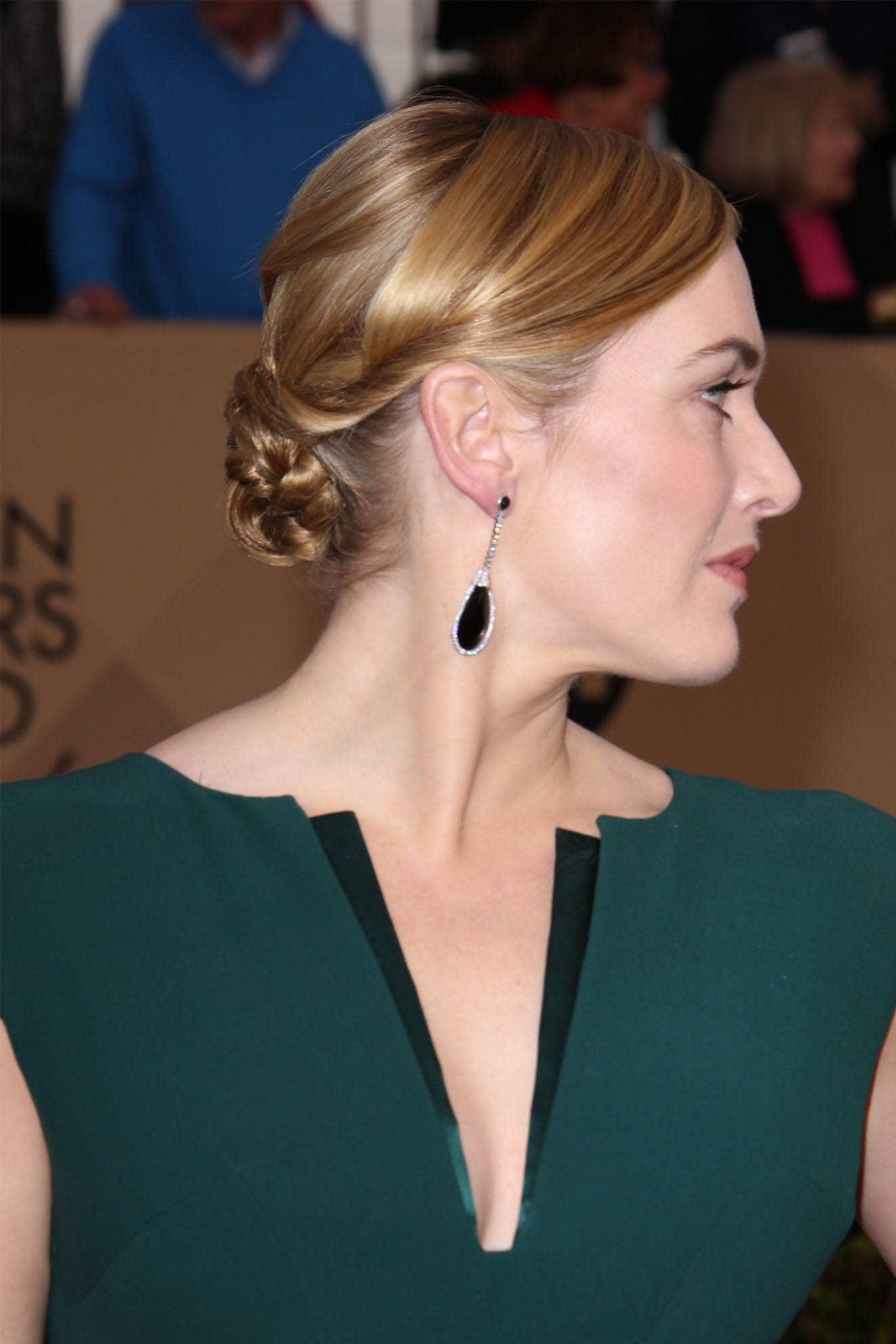 Kate Winslet con peinado recogido bajo