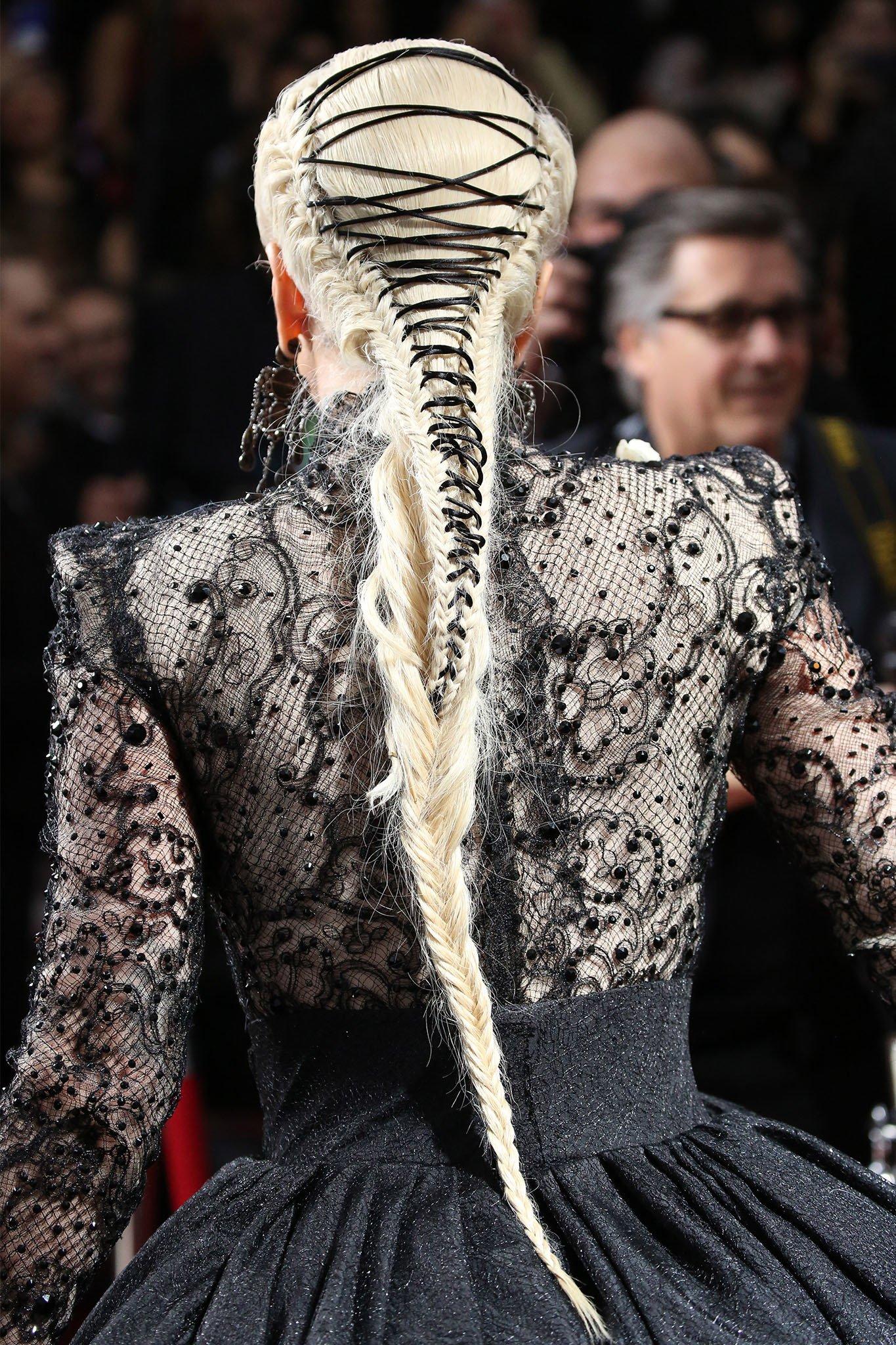 Lady Gaga con trenza corset