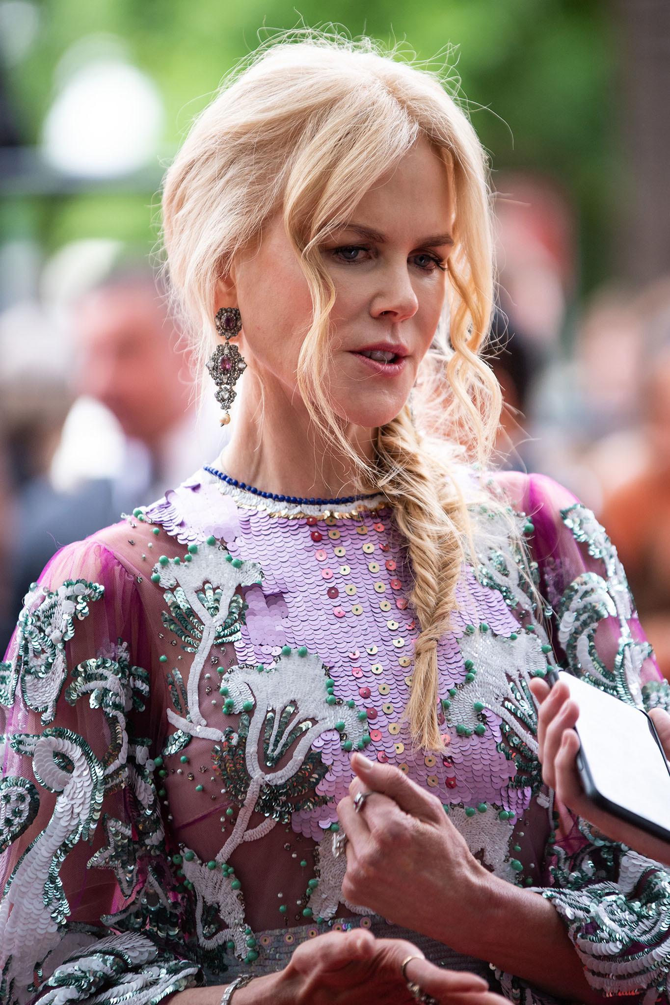 Nicole Kidman con trenza espiga de lado