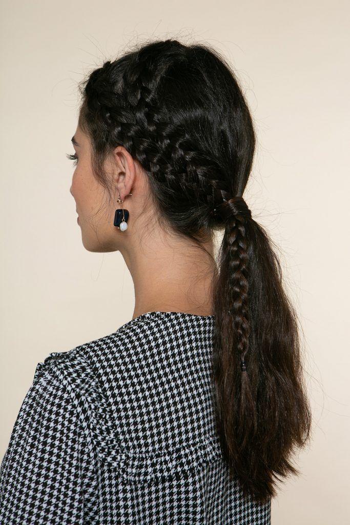 mujer joven cabello largo castaño