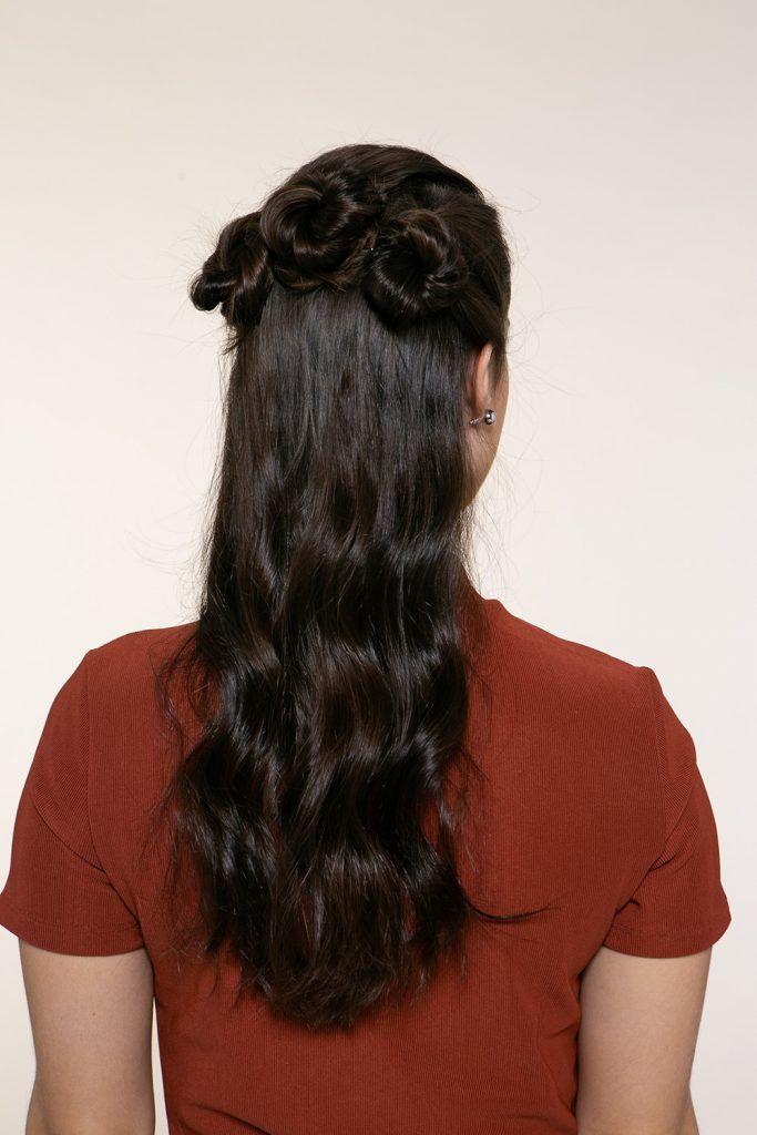 pelo negro largo con rodetes