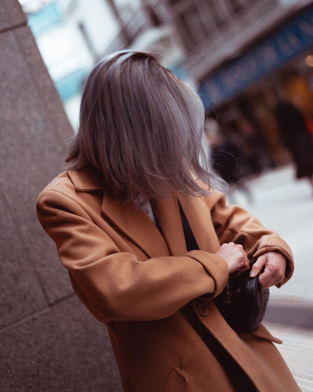Mary Lozano pelo gris lacio