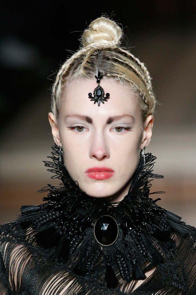 joyas para el pelo brazalete bindi recogido trenzas