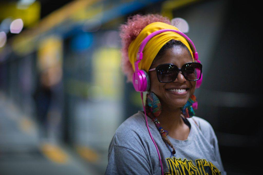 Women with yellow head scarf_practical hairstyle