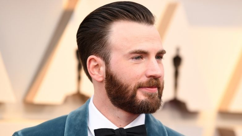 Chris Evans con cabello corto con barba