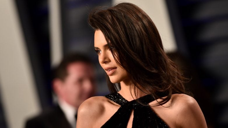 Kendall Jenner usa productos para alisar el cabello