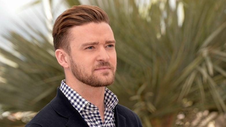Justin Timberlake con corte de pelo desvanecido y pompadour