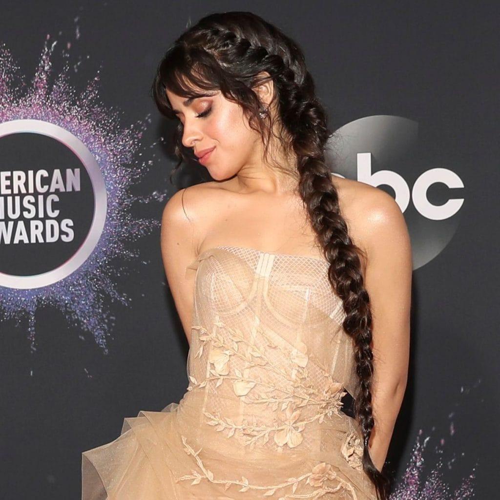 Peinados de Camila Cabello con trenza