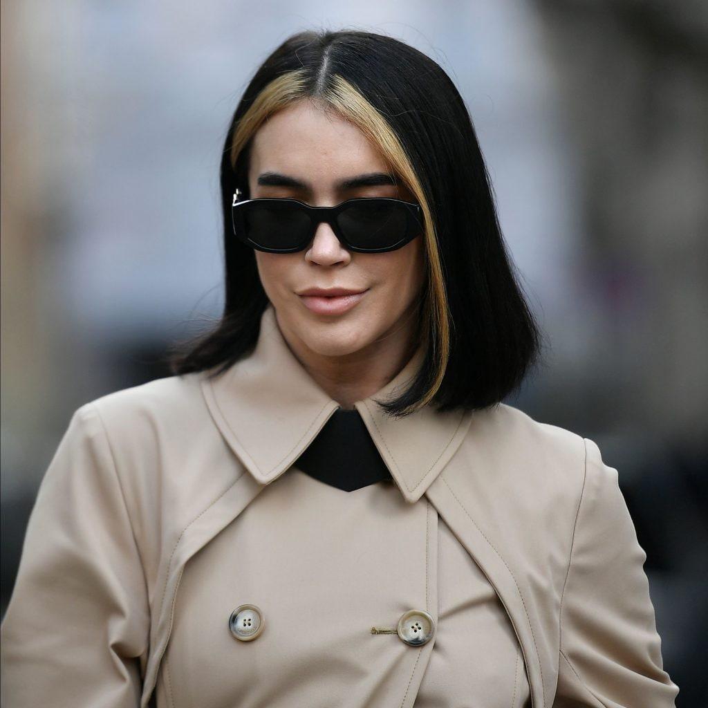 Brittany Xavier con mechas rubias al frente y corte bob medio