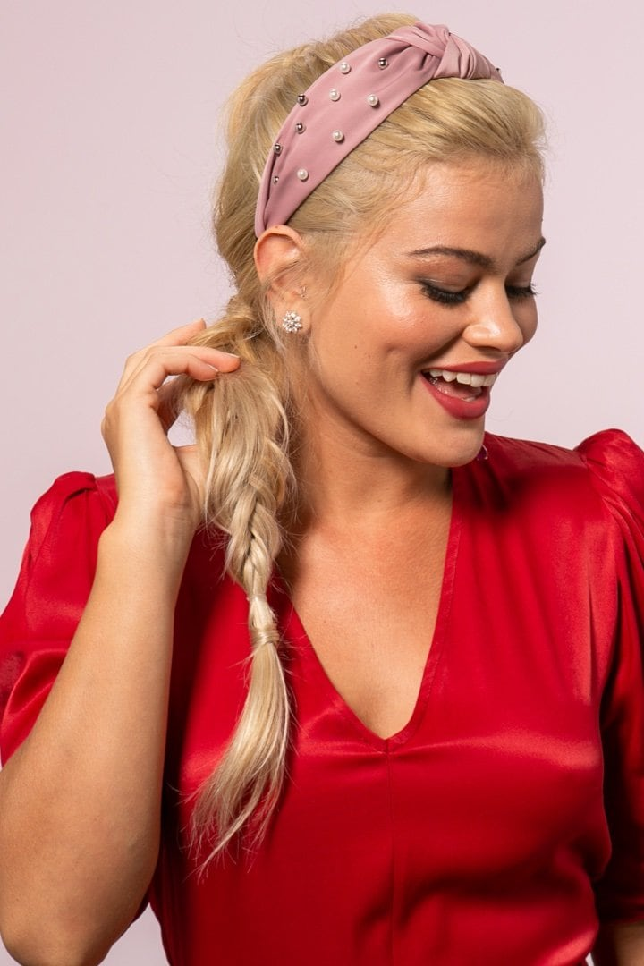 Color de cabello rubio con rosado