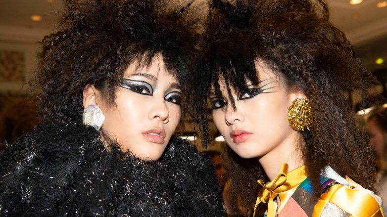 Modelos con peinados rockeros waffleados en Viktor & Rolf Haute Couture FW 2019