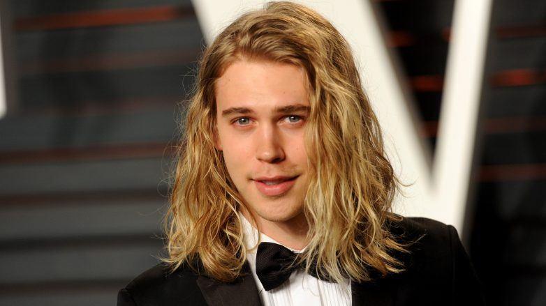 Austin Butler con cabello largo para hombre