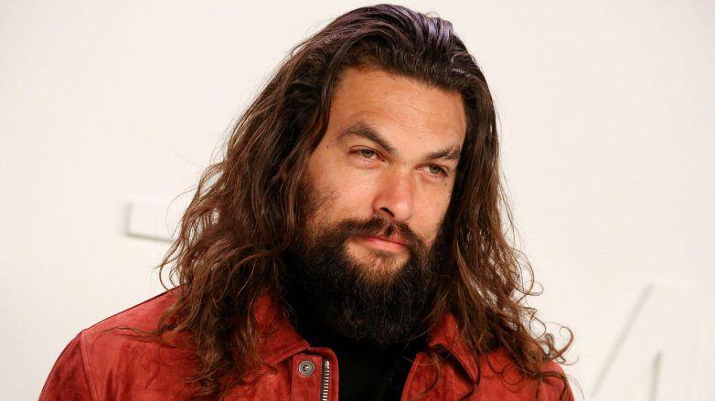 Jason Momoa con un corte de cabello hipster largo