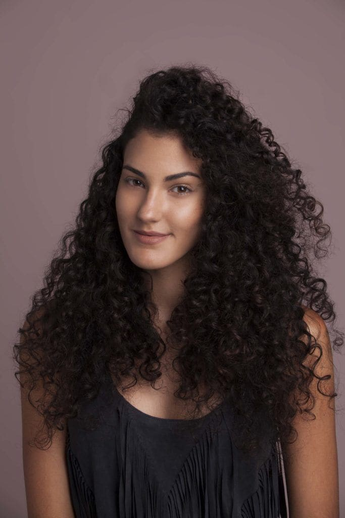 modelo de penteado fácil para cabelos cacheados passo 1