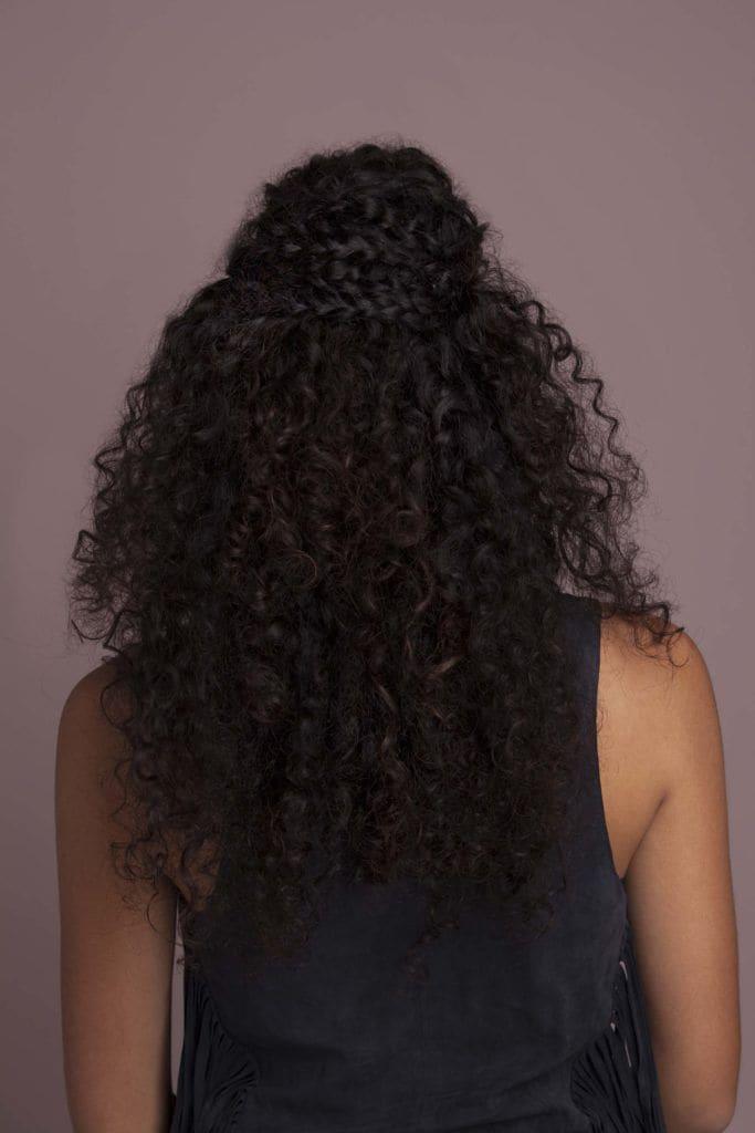 modelo de penteado fácil para cabelos cacheados passo 5
