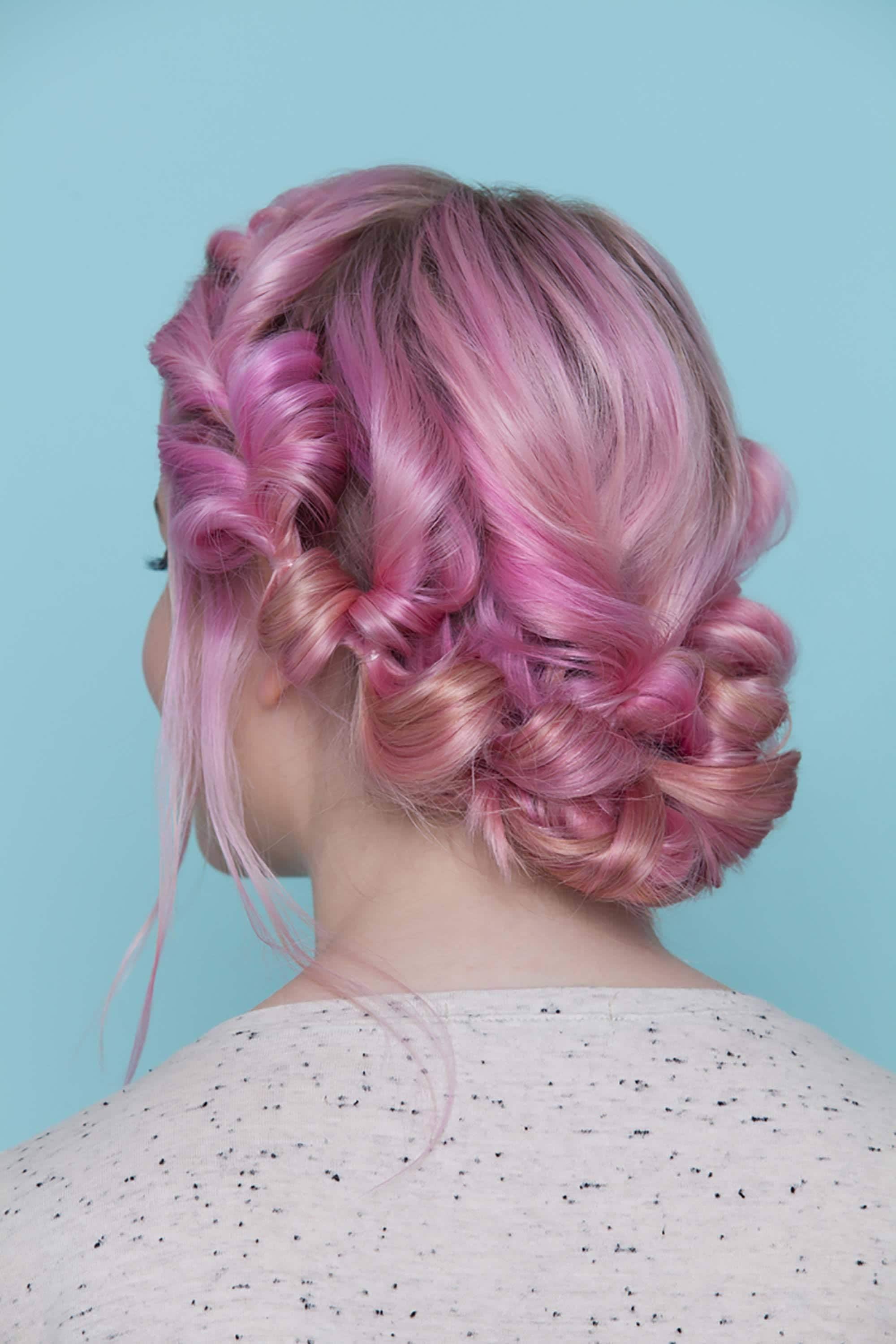 Coroa de cabelos torcidinhos rosa