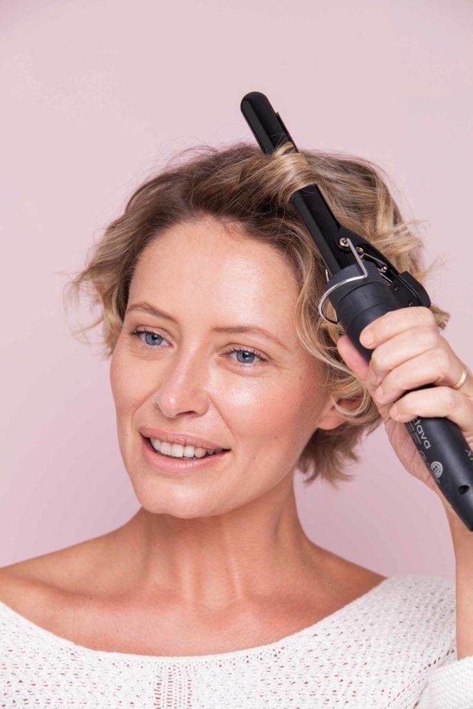 modelo de como cachear cabelos curtos passo 3