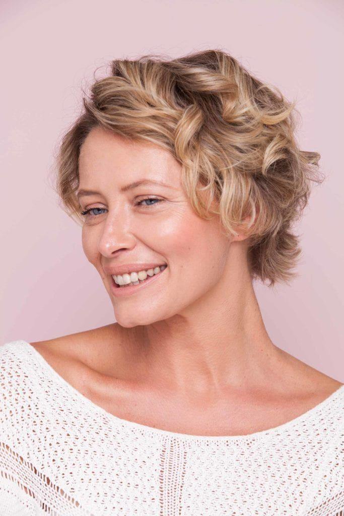 modelo de como cachear cabelos curtos passo 4