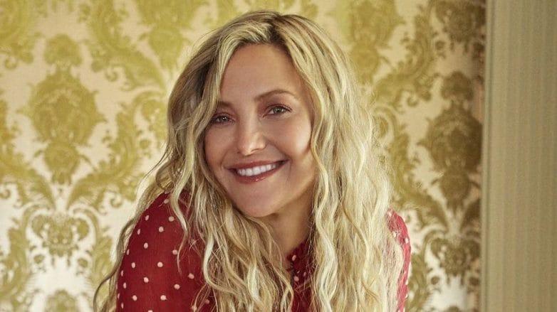 atriz kate hudson com cabelo ondulado