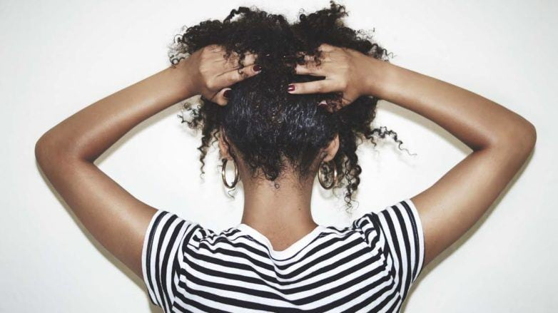 peeling no couro cabeludo e massagem no couro cabeludo