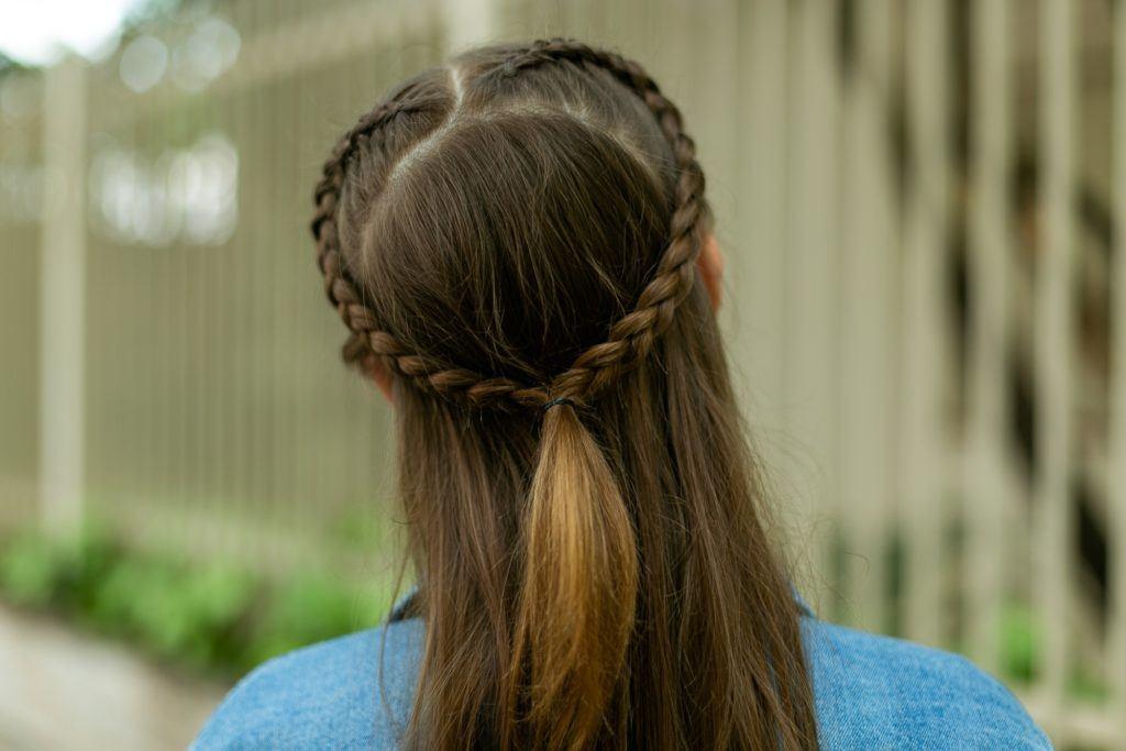 penteado tumblr semipreso com trança coração