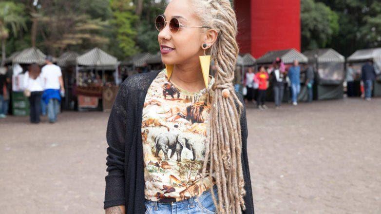 como pintar os dreads de loiro: modelo com dread loiro
