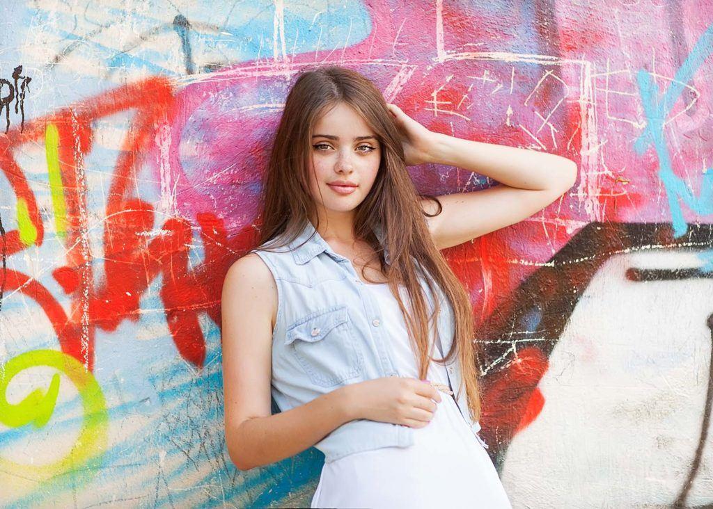 modelo com um dos cortes de cabelo para adolescente