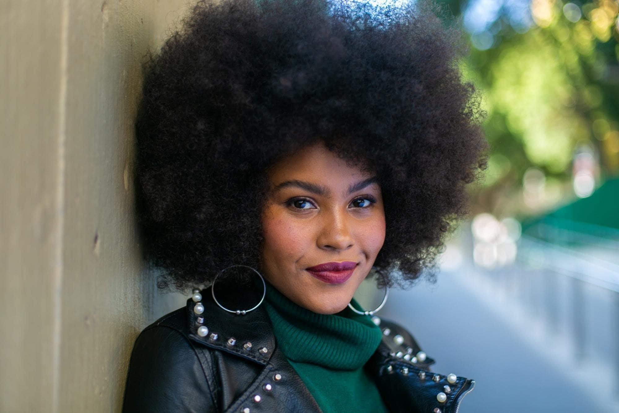 modelo de cabelo afro crespo estilo black power