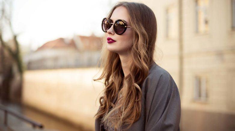 modelo com hair contour no cabelo