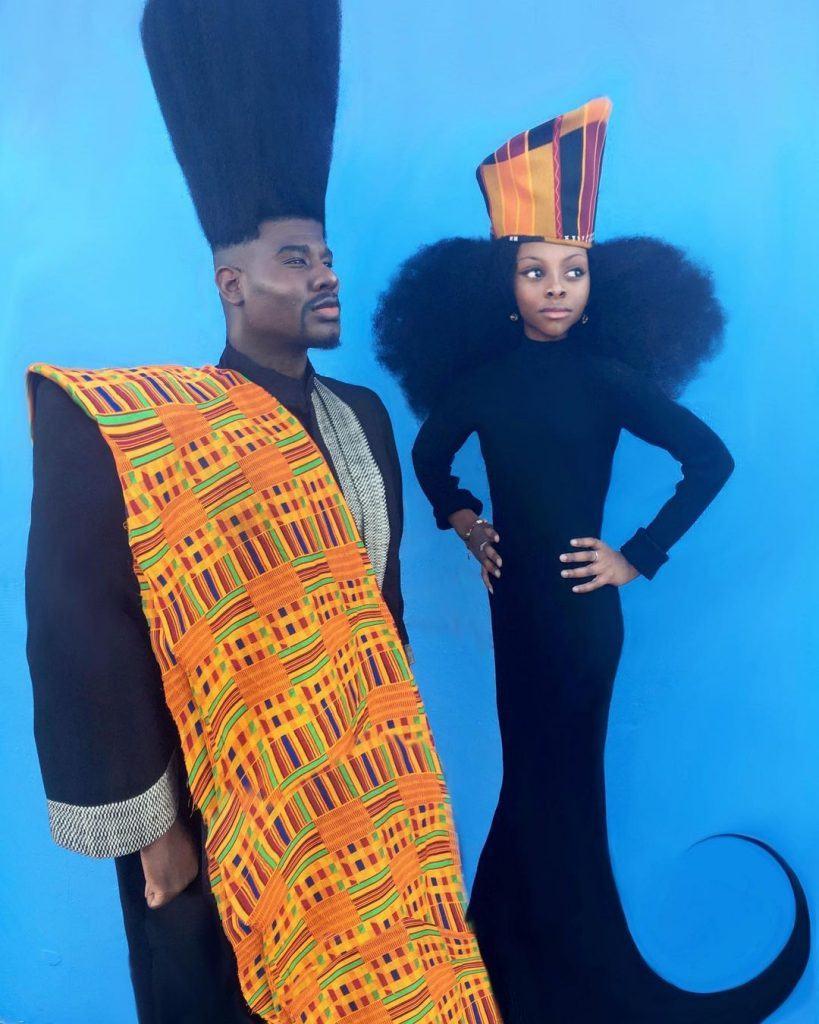 pai e filha posam para fotos usando roupas de inspiração africana