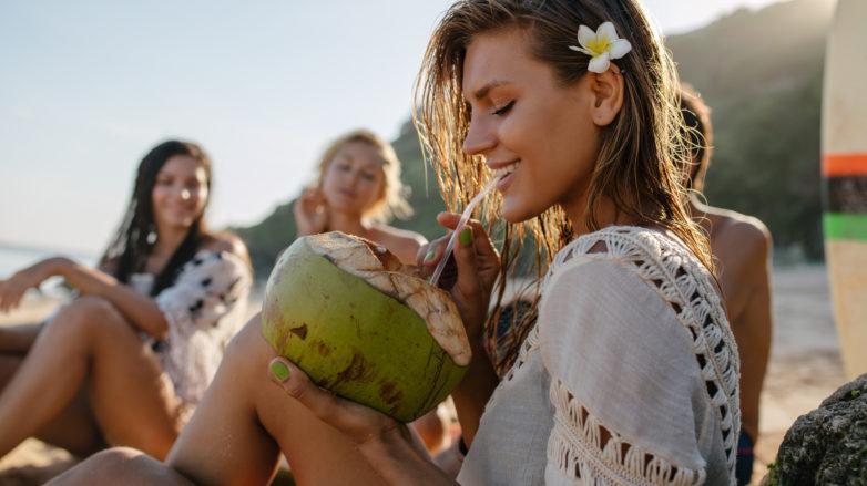 agua de coco nos cabelos