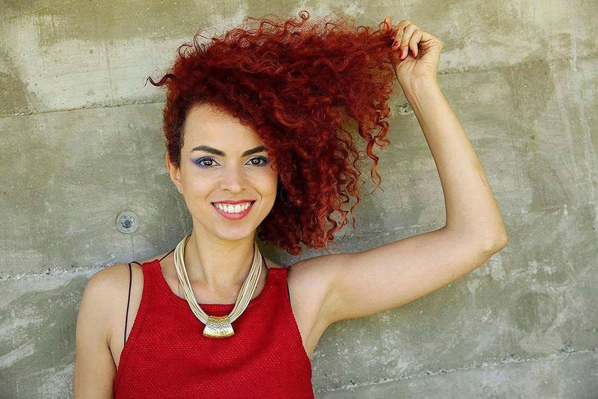 mulher ilustrando a matéria sobre a representatividade do cabelo crespo