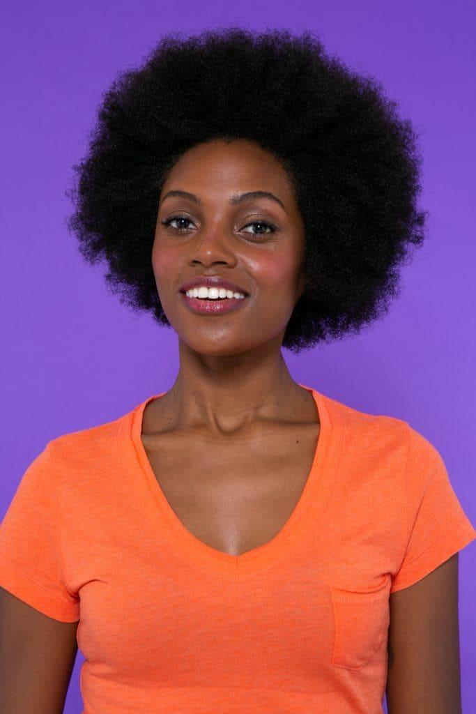 modelo de cabelo crespo estilo black power