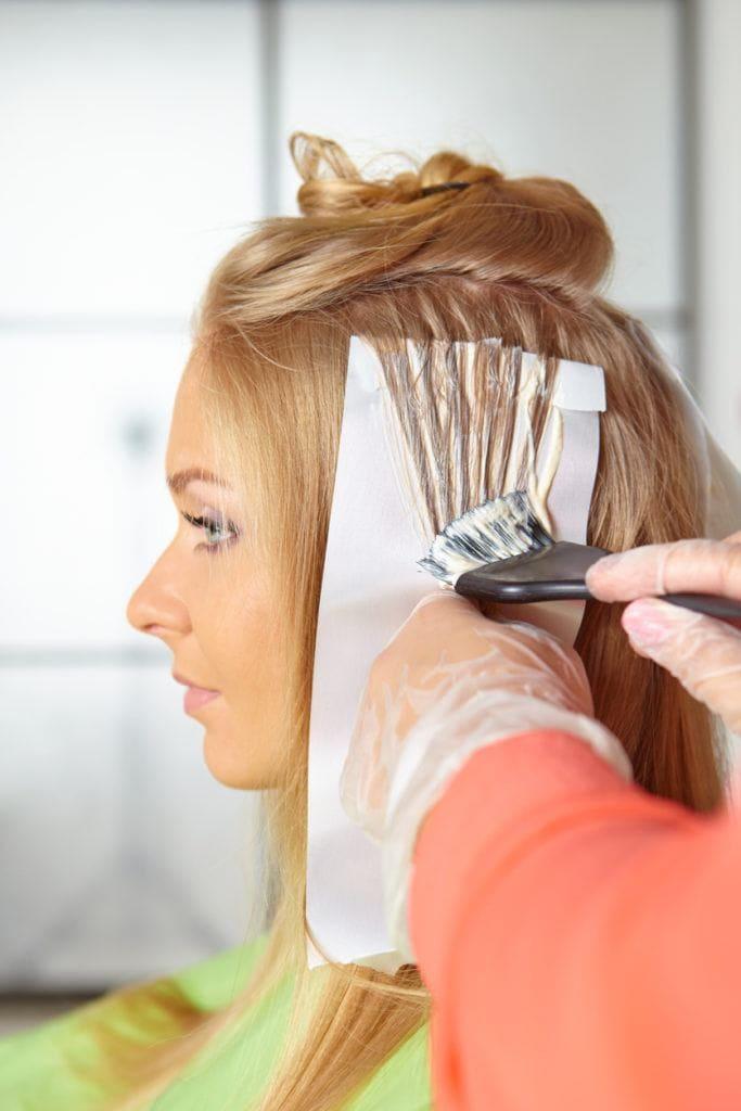 modelo de Dicionário do cabelo com mechas