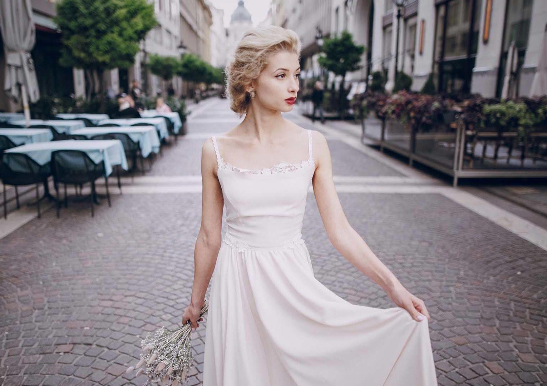 modelo com um dos penteados para wedding season