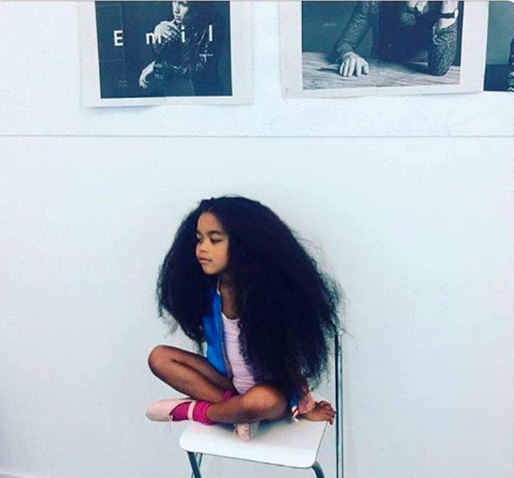 modelo de Rapunzel do cabelo crespo
