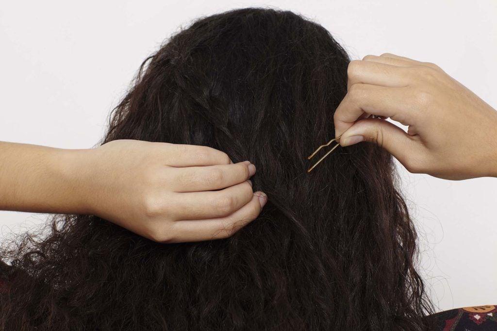 modelo de Trança cascata em cabelo cacheado passo 6