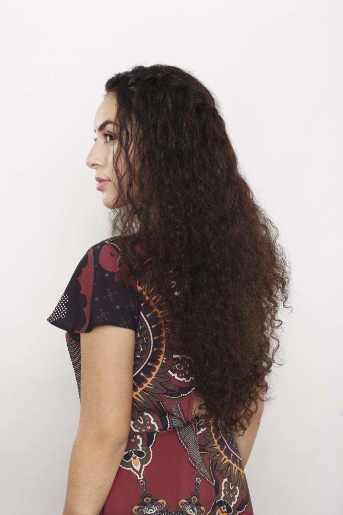modelo de Trança cascata em cabelo cacheado passo 7