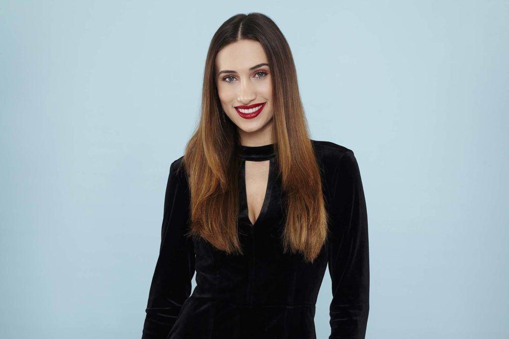modelo de cabelo liso e longo