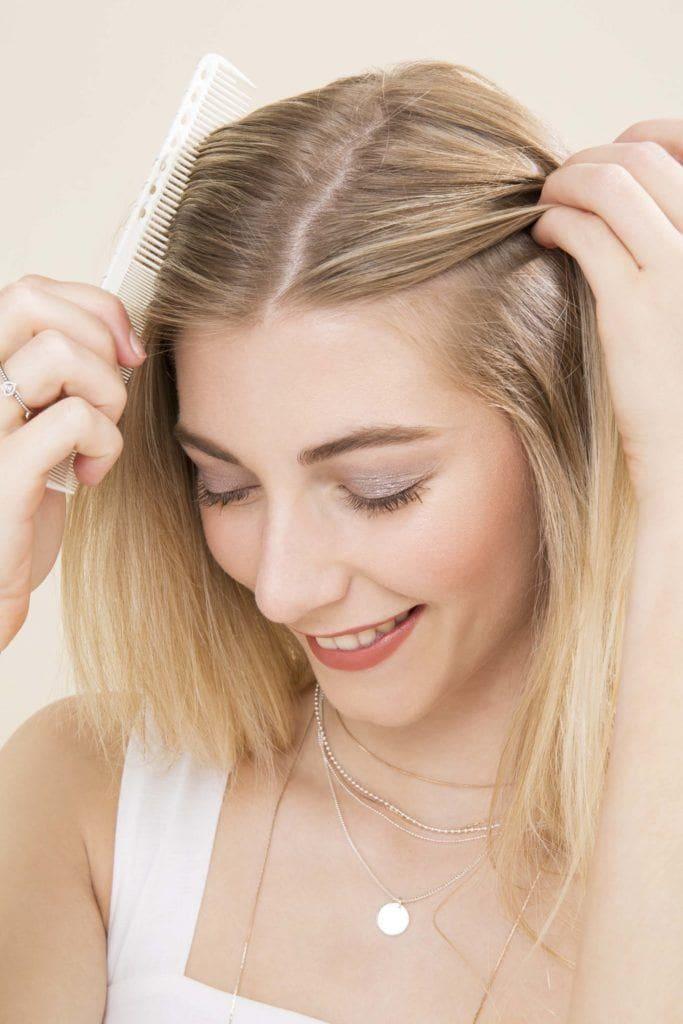 modelo com cabelo loiro com Semipreso de trança com ondas