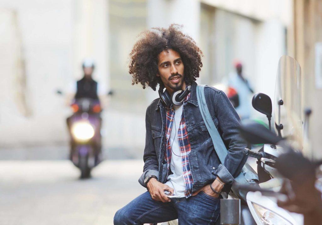 modelo de umectação no cabelo masculino