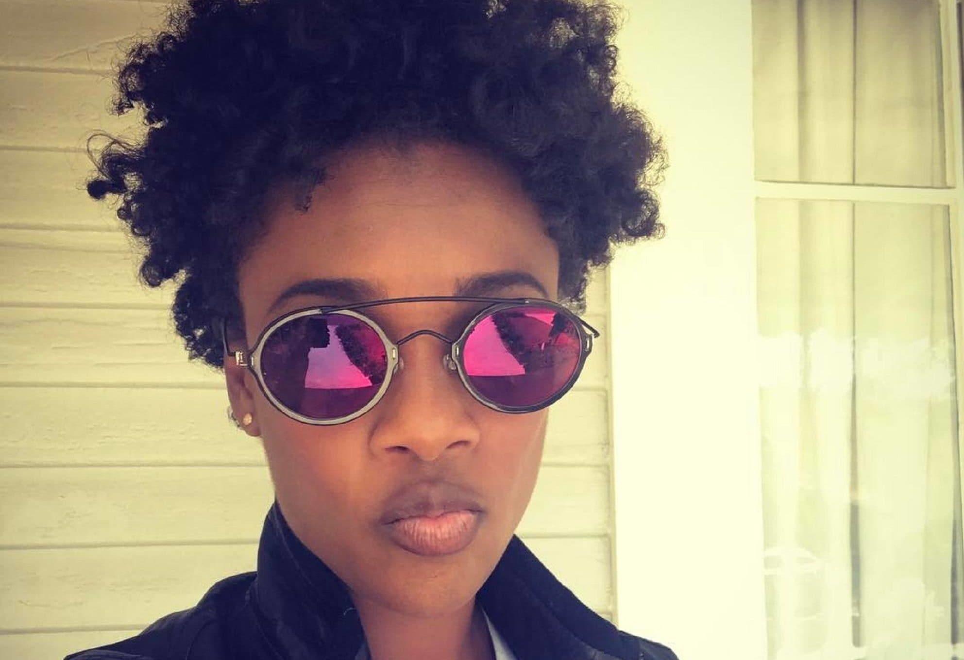 Mulher com cabelo afro