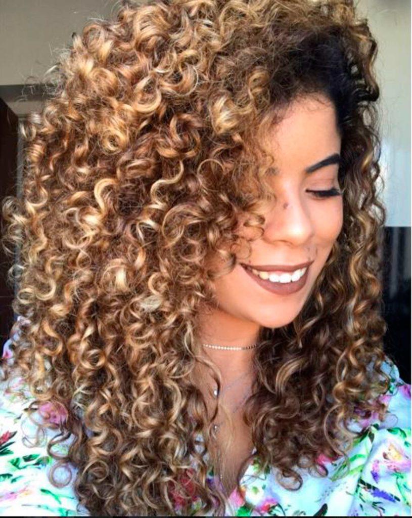 modelo de cabelo cacheado do Instagram