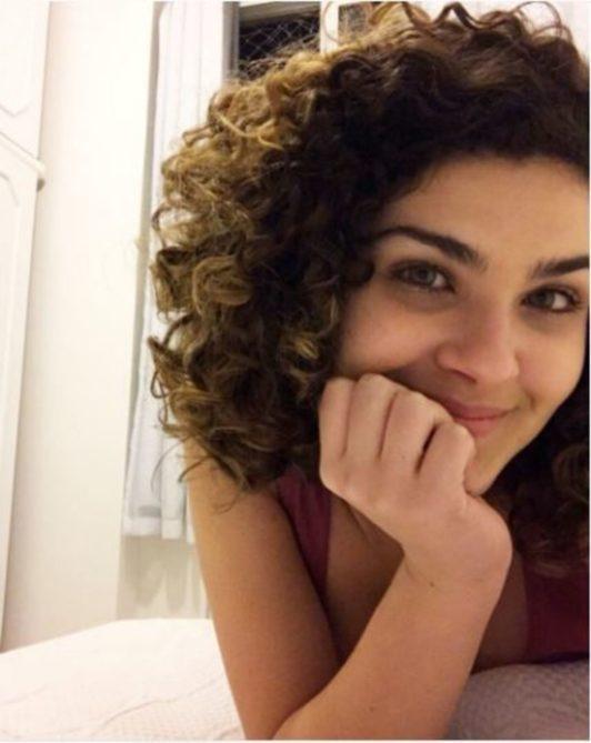modelo de motivos para amar cabelo cacheado